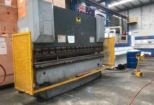 Metalmaster Pressbrake 3200mm x 63Ton Woth 2 Axis Controller Full Tooling