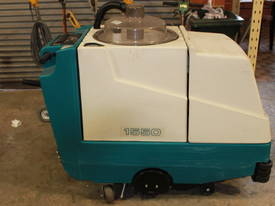 TENNANT 1550 SELF PROPELLED CARPET EXTRACTOR - picture0' - Click to enlarge