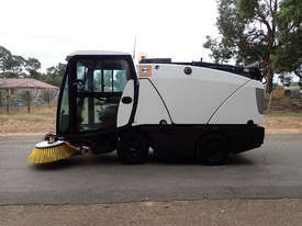 MacDonald Johnston CN201 Sweeper Sweeping/Cleaning - picture5' - Click to enlarge