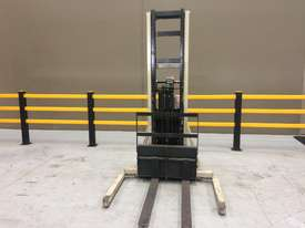 Electric Forklift Walkie Stacker M Series 1984 - picture2' - Click to enlarge