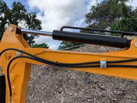 2019 UHI MACHINERY MINI EXCAVATOR UME10 950KG WITH 6 BUCKETS - picture3' - Click to enlarge