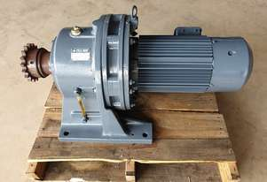 5.5 KW Sumitomo Cyclo Gear motor reduction drive with brake. Ratio : 71:1 RPM : 20 Model : HMO - 218