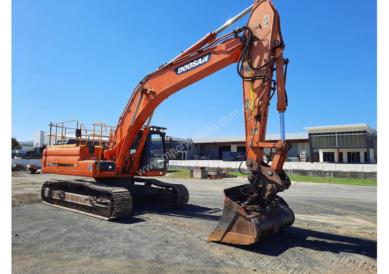 Doosan DX340LC With GP Bucket & Tilting Mud Bucket