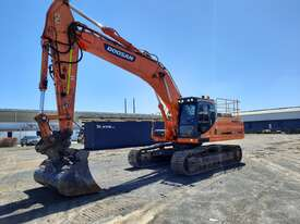 Doosan DX340LC With GP Bucket & Tilting Mud Bucket - picture2' - Click to enlarge