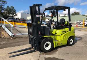Near New Container Access 2.5t LPG CLARK Forklift