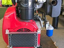 20HP Twin cylinder diesel engine horizontal shaft - picture1' - Click to enlarge