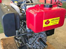 20HP Twin cylinder diesel engine horizontal shaft - picture0' - Click to enlarge