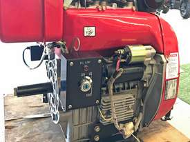 20HP Twin cylinder diesel engine horizontal shaft - picture4' - Click to enlarge