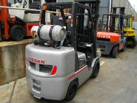 Hire forklift with rotator - picture3' - Click to enlarge
