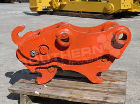 Hydraulic Quick Hitch Suits 4 Ton Kubota KX121 Excavators PP238  - picture1' - Click to enlarge