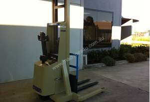 Crown Reconditioned Walkie Stacker