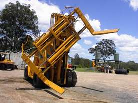 Caterpillar V300B forklift - picture0' - Click to enlarge