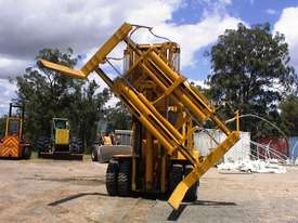 Caterpillar V300B forklift - picture1' - Click to enlarge