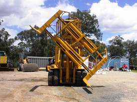 Caterpillar V300B forklift - picture2' - Click to enlarge