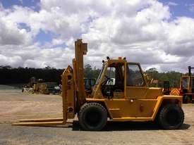 Caterpillar V300B forklift - picture3' - Click to enlarge