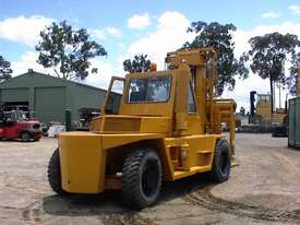 Caterpillar V300B forklift - picture5' - Click to enlarge