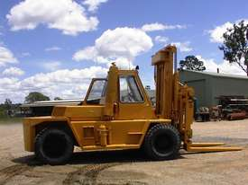 Caterpillar V300B forklift - picture6' - Click to enlarge