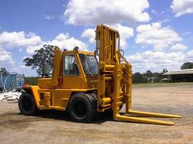Caterpillar V300B forklift - picture7' - Click to enlarge