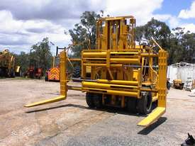 Caterpillar V300B forklift - picture8' - Click to enlarge