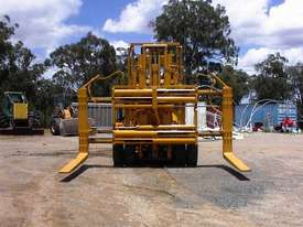 Caterpillar V300B forklift - picture9' - Click to enlarge