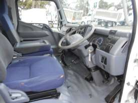 Mitsubishi Canter Hybrid Pantech Truck - picture10' - Click to enlarge