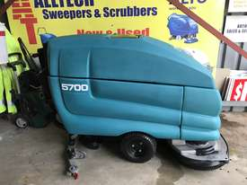 Tennant 5700 industrial scrubber great and ready to go! - picture0' - Click to enlarge