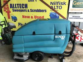 Tennant 5700 industrial scrubber great and ready to go! - picture2' - Click to enlarge