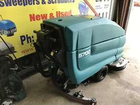 Tennant 5700 industrial scrubber great and ready to go! - picture4' - Click to enlarge