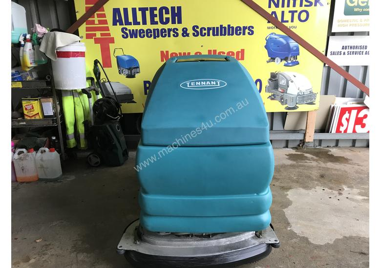 Tennant 5700 industrial scrubber great and ready to go!