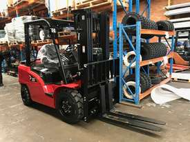 HC Brand New Forklift Diesel 3Ton Container Entry Mast $23550+ gst - picture0' - Click to enlarge