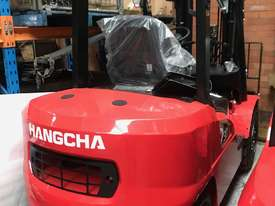 HC Brand New Forklift Diesel 3Ton Container Entry Mast $23550+ gst - picture1' - Click to enlarge