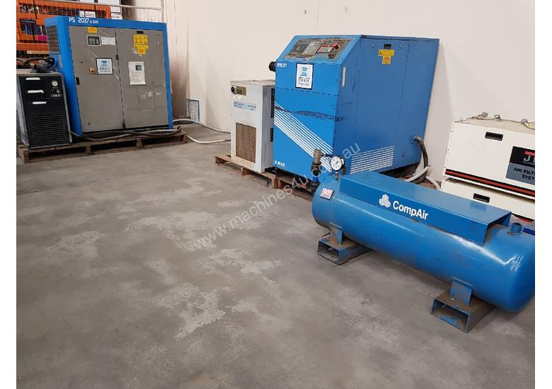 INGERSOLL RAND 2016 Screw Compressor 22Kw In-Built Dryer/Tank UNDER 100 HOURS USE. AIR DRYERS/TANKS