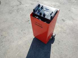 Leicester LBC-900J Battery Charger / Jump Start - picture0' - Click to enlarge