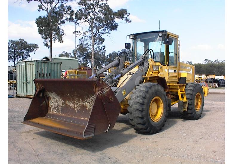 Volvo L90B tool carrier/loader