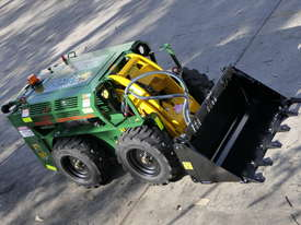 KANGA WR825 WHEEL REMOTE CONTROL SKID STEER LOADER - picture13' - Click to enlarge