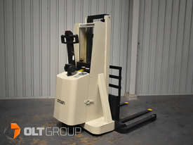 Used Crown Walkie Stacker 1 Tonne Lift Truck Container Mast Full Free Lift  - picture2' - Click to enlarge