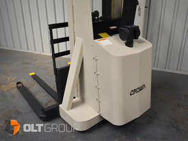 Used Crown Walkie Stacker 1 Tonne Lift Truck Container Mast Full Free Lift  - picture11' - Click to enlarge