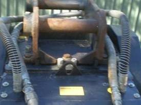 BOST 2008 CRUSHER BUCKET Jaws  - picture1' - Click to enlarge