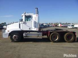 2004 Freightliner Century Class FLX C120 - picture4' - Click to enlarge