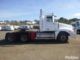 2004 Freightliner Century Class FLX C120 - picture8' - Click to enlarge
