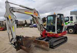 TAKEUCHI TB250 5T EXCAVATOR WITH FULL A/C CABIN, Q/C HITCH AND BUCKETS AND LOW HOURS