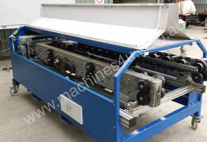 Roll forming machine for the cladding / roofing