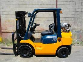 Toyota 2.5 tonne Toyota forklift RENT ME - picture1' - Click to enlarge