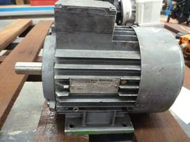 MEZ 2HP 3 PHASE ELECTRIC MOTOR/ 2920RPM - picture0' - Click to enlarge