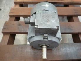 MEZ 2HP 3 PHASE ELECTRIC MOTOR/ 2920RPM - picture2' - Click to enlarge