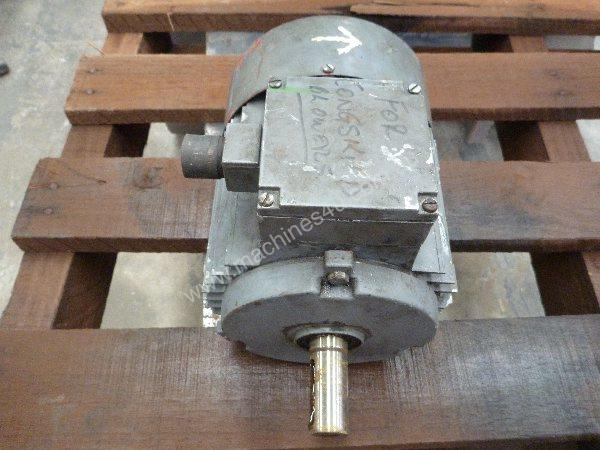 MEZ 2HP 3 PHASE ELECTRIC MOTOR/ 2920RPM