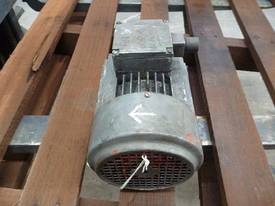 MEZ 2HP 3 PHASE ELECTRIC MOTOR/ 2920RPM - picture3' - Click to enlarge