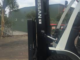 NISSAN Forklift 2.5Ton Container Mast 4300mm Lift - picture3' - Click to enlarge
