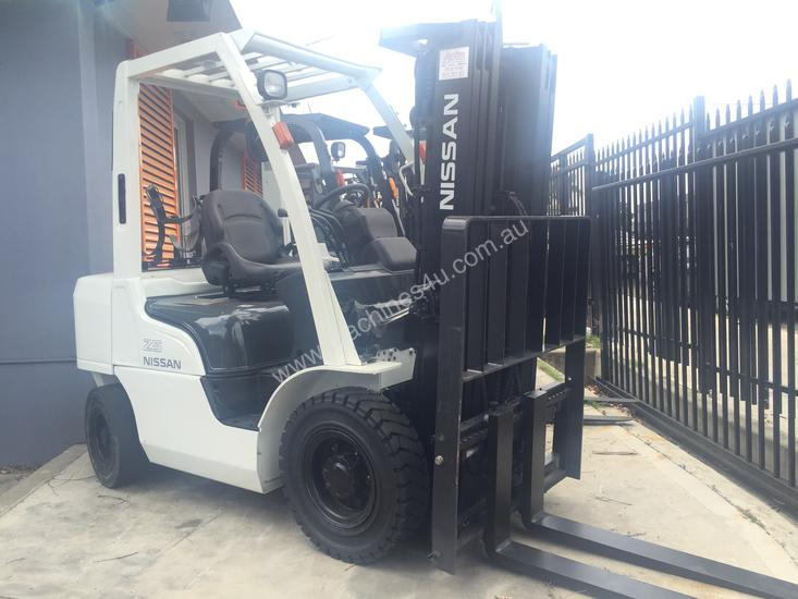 NISSAN Forklift 2.5Ton Container Mast 4300mm Lift