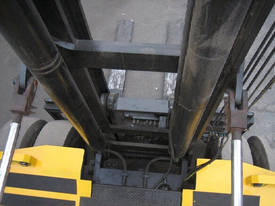 Omega 50C Container Forklift - picture8' - Click to enlarge